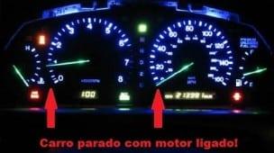 Carro parado com motor ligado